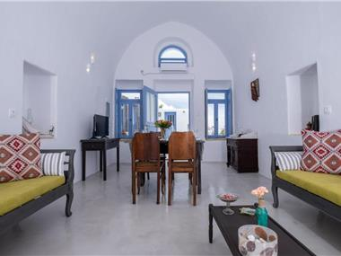 Labyrinth Traditional Houses, hotels in Pyrgos