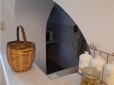 Cave house mARTrona, hotels in Finikia