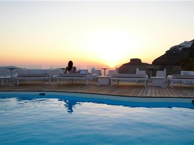 Sun Rocks Relais & Chateaux, hotels in Firostefani
