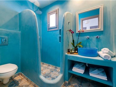 White Harmony Suites, hotels in Megalochori