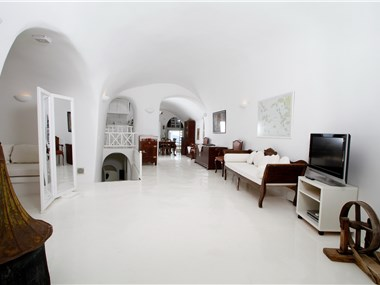 White House Villa, hotels in Oia