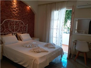 Atalos Suites, hotels in Kamari