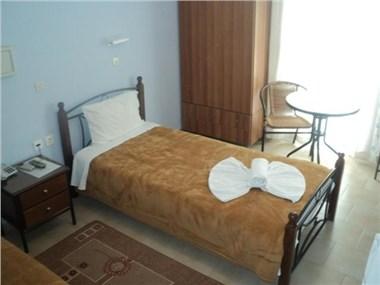 Santa Barbara, hotels in Perissa