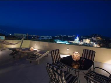 LoveNest, hotels in Akrotiri