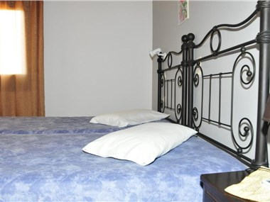 Anessis, hotels in Fira