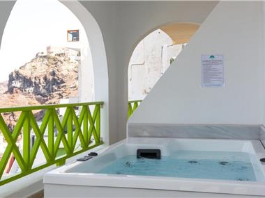 Adamis Majesty Suites, hotels in Fira