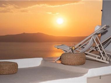 The Globe Suites Villa, hotels in Fira