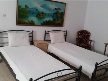 Marousi Home, hotels in Perissa