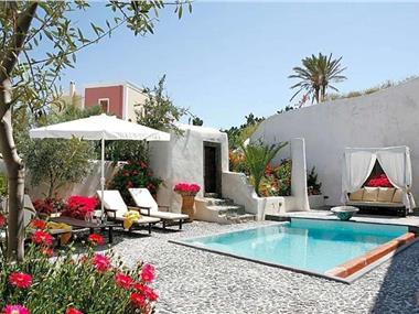 Megalochori Villa Sleeps 4 Pool Air Con WiFi, hotels in Megalochori