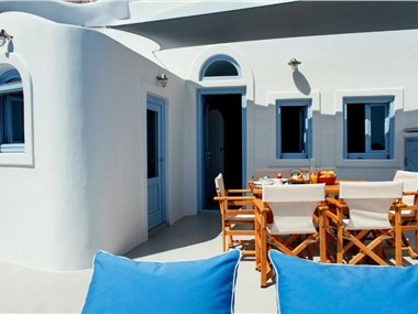 Bluedome Cavehouses, hotels in Oia