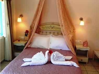 Evizorzia Villas, hotels in Perissa