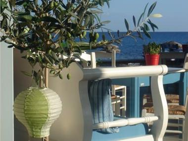 Thera Incognita Studios, hotels in Perissa