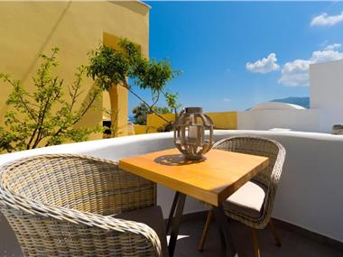 Emerald Collection Suites, hotels in Karterados