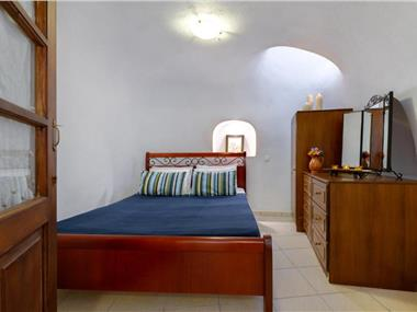 Iridanos Cave House, hotels in Megalochori