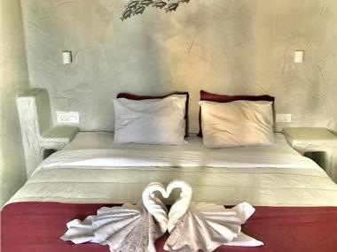 The Muse of Santorini Private Jaccuzzi Suite, hotels in Vothonas