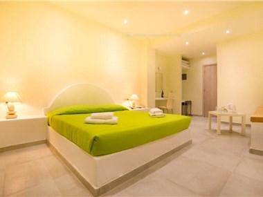 Sea & Sun Villa, hotels in Kamari