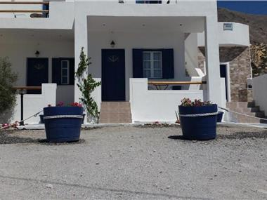 Marousi Suites, hotels in Perissa