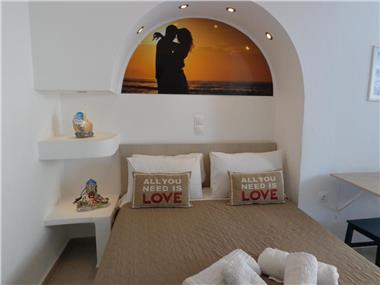 Honeymoon Beach Apartments, hotels in Perivolos