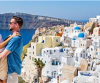 5 Best Things to Do on your Honeymoon in Santorini