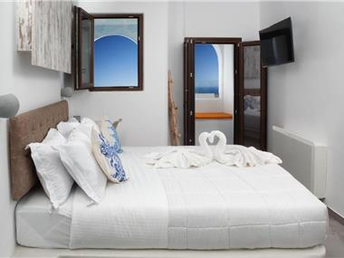 IRENE CITY VILLAS, hotels in Fira