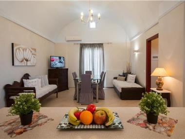 Veldi Art - Kamari Beach Apartment (8 persons), hotels in Kamari