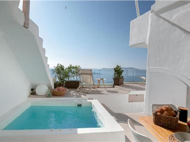 The Globe Suites Villa, hotels in Fira