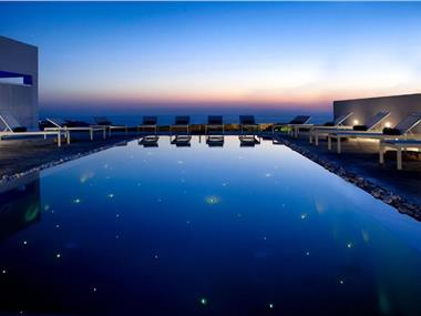 May Seven Suites, hotels in Megalochori