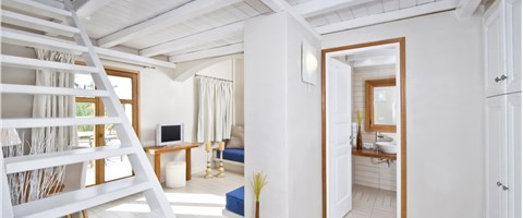 Honeymoon Suite with Outdoor Whirlpool