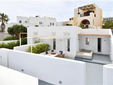 Thiro Santorini, hotels in Fira