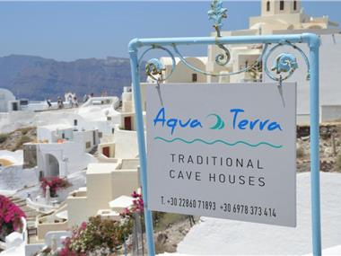 Aqua & Terra Traditional Cave Houses, hotels in Oia