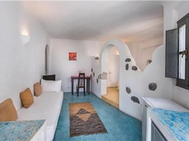 Belair, hotels in Perissa