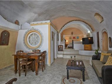 Santorini Cave Houses, hotels in Vothonas