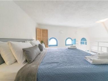 Euphoria Suites & Deluxe Studios, hotels in Fira