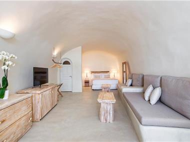 The Ivory Suite, hotels in Oia