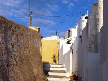 Santorini Caves, hotels in Messaria