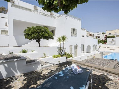 Nissos Thira, hotels in Fira