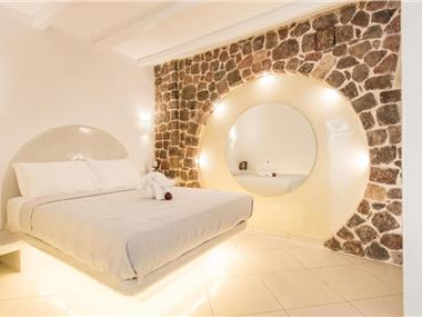 Secret Earth Villas - Santorini, hotels in Kamari