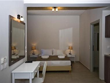 Alafouzos Studios, hotels in Kamari