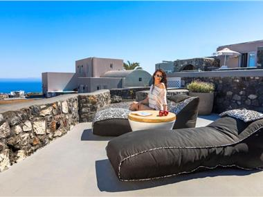 Elysian Santorini, hotels in Finikia