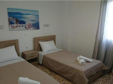 Firaxenia rooms, hotels in Fira