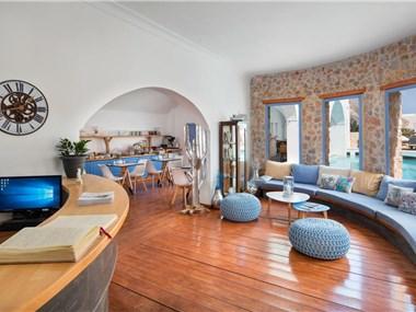 Meltemi Luxury Suites, hotels in Perissa