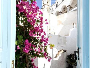 Santorinian Lava House, hotels in Pyrgos