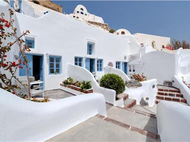 Aris Caves, hotels in Oia