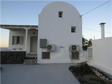 Santorini Grace Villa No2, hotels in Finikia