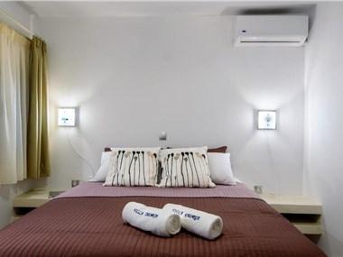 Villa George Santorini, hotels in Perissa