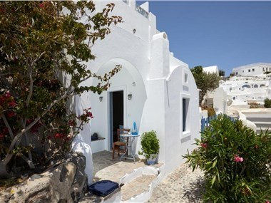 Allure Breeze Suites, hotels in Oia