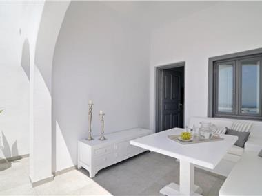 Aqua Luxury Suites Santorini, hotels in Imerovigli