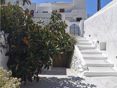Avero cave house, hotels in Fira