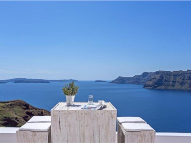 White Pearl Villas, hotels in Oia
