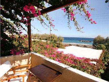Nostos Beach Hotel, hotels in Kamari